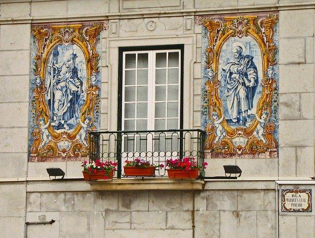 balcony-1585914_640